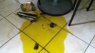 comment-nettoyer-huile-renversee-sur-du-carrelage