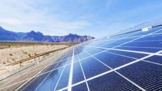 La Californie Bat un Nouveau Record en Générant de l'Électricité Solaire