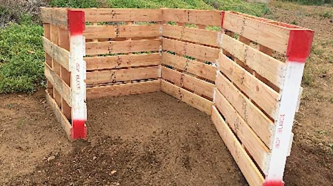 comment fabriquer un bac compost avec des palettes en 10. Black Bedroom Furniture Sets. Home Design Ideas