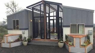 deux-tiny-house-reliées-entre-elles-par-une-veranda