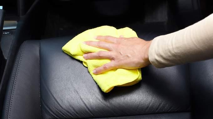 comment entretenir le cuir d 39 une voiture les astuces pour ne pas se ruiner. Black Bedroom Furniture Sets. Home Design Ideas