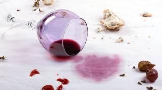 astuce-pour-enlever-tache-vin-rouge-nappe-blanche