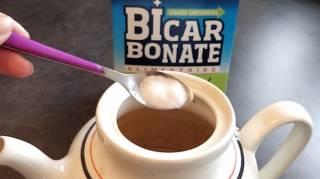 tache de thé dans la théière : comment en venir à bout avec du bicarbonate de soude