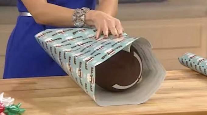 comment emballer un ballon ou tout autre cadeau avec une forme particuli re. Black Bedroom Furniture Sets. Home Design Ideas