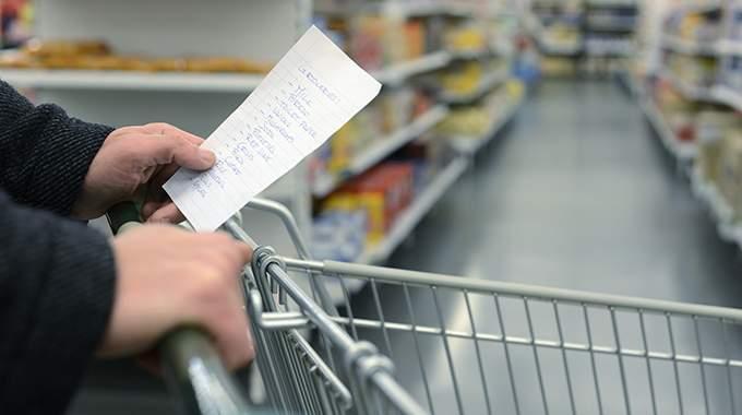 Économies : Vérifier la Liste des Courses à la Maison Avant d'aller Faire les Courses.