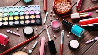 Astuce Maquillage - Comment Mieux Conserver son Maquillage?