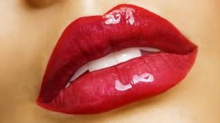Des Lèvres Pulpeuses Naturellement avec notre Astuce Maquillage.