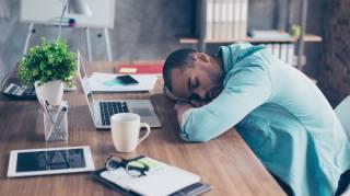 Comment faire la sieste au bureau pour se réposer rapidement et gratuitement.