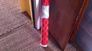 Comment Garder Ses Rouleaux de Papier Cadeau En Place