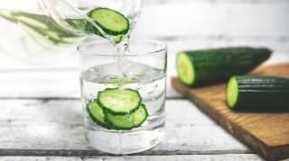 Délicieuse, saineet rafraîchissante :la recette d'eau infusée au concombre est aussisans sucre et sans calorie !