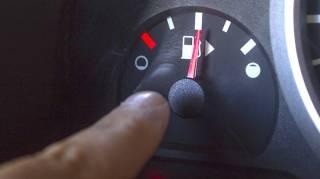 Voici les 5 astuces FACILES et EFFICACES pour réduire votre consommation d'essence.