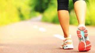 Marcher seulement 15 minutes par jour peut littéralement TRANSFORMER votre corps.