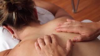 Quelles Huiles pour un Massage Relaxant et Sensuel ?
