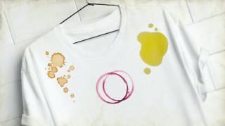 T-shirt blanc avec plein de taches.