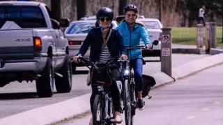 Rouler à vélo plutôt qu'en voiture en ville pour gagner du temps.