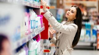 Faire les Courses au Supermarché en Faisant Attention aux Têtes de Gondoles.