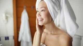 Peau Sèche après la Douche ou le Bain : 3 Gestes Simples pour l'Éviter.