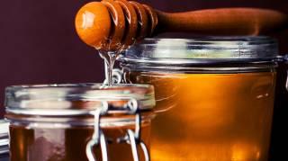 Comment se servir du miel sans en mettre partout sur la table ?