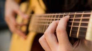Comment Apprendre la Guitare Seul Gratuitement. Mes Conseils de Pro.
