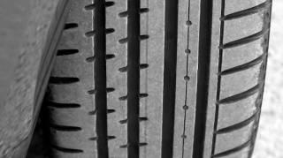 Montez les pneus neige seulement quand il neige.