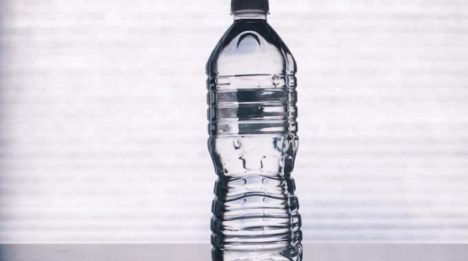 Une bouteille d'eau pas chère et pratique.