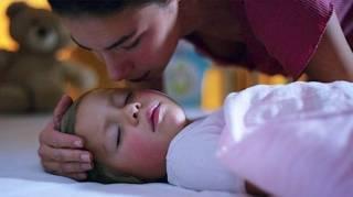 Rester Allongé avec Son Enfant Jusqu'à ce qu'il S'endorme N'est Pas une Mauvaise Habitude