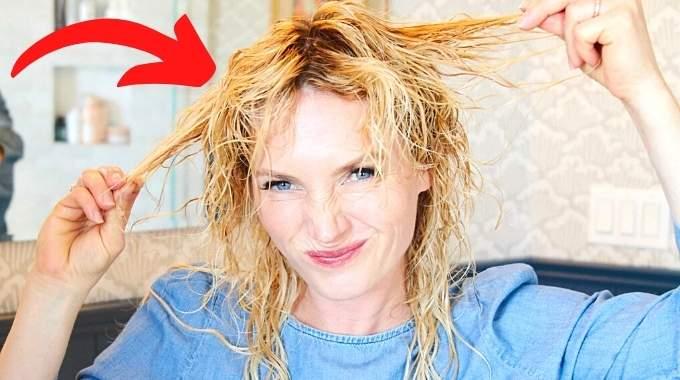 L'Erreur Que l'On Fait Toutes Quand On Se Sèche les Cheveux.