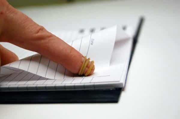 tourner les pages facilement avec élastique