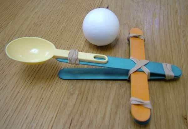créer jouet catapulte avec élastique