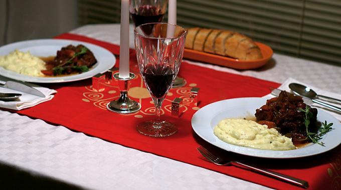 3 Astuces Pratiques pour Servir des Assiettes Chaudes à Table.