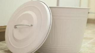 astuce-eliminer-mauvaises-odeurs-poubelles