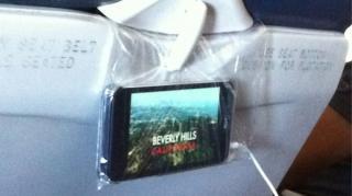 astuce pour tenir iphone avion