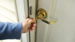 Avoir Bien Ferme la Porte