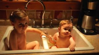 bain evier enfants bebes