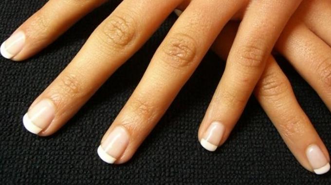 comment avoir de beaux ongles naturels un conseil beaut efficace travail a domicile. Black Bedroom Furniture Sets. Home Design Ideas
