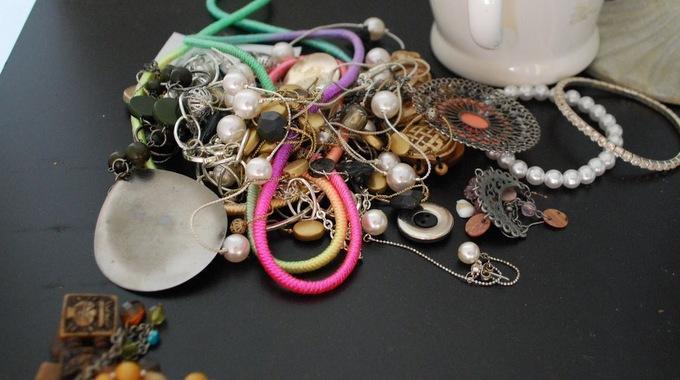 """Résultat de recherche d'images pour """"bijoux emmêlés"""""""