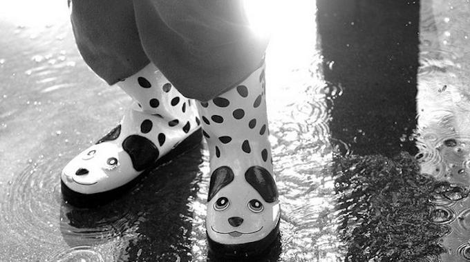 l 39 astuce epatante pour ranger vos bottes de pluie et garder le sol propre. Black Bedroom Furniture Sets. Home Design Ideas