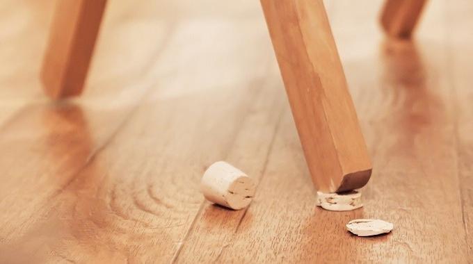 l 39 astuce id ale pour stabiliser un meuble bancal. Black Bedroom Furniture Sets. Home Design Ideas