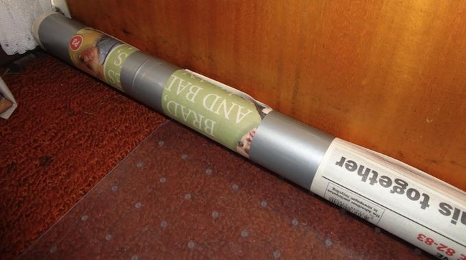 L 39 astuce imparable pour isoler votre porte d entr e comme - Comment faire tenir un boudin de porte ...