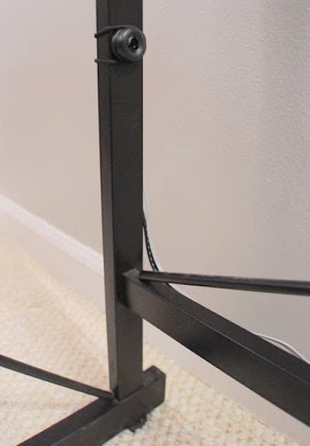 l 39 astuce g niale pour cacher sa box internet avec un porte revues. Black Bedroom Furniture Sets. Home Design Ideas