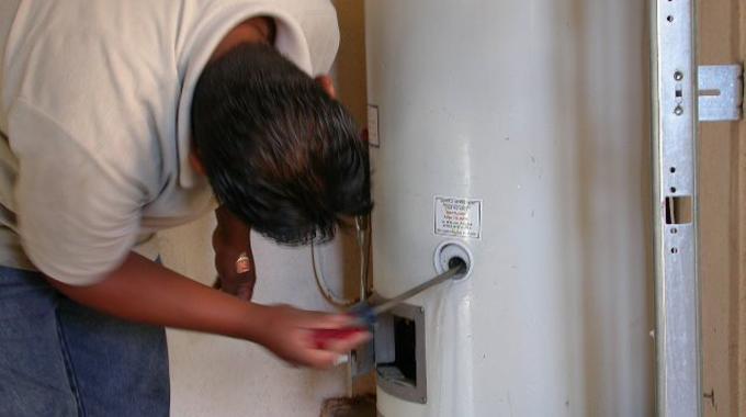 D tartrer le chauffe eau pour consommer moins d 39 lectricit - Comment detartrer un chauffe eau ...