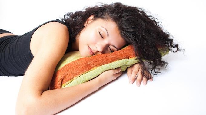 comment faire dispara tre les cernes simplement avec du th et du concombre. Black Bedroom Furniture Sets. Home Design Ideas