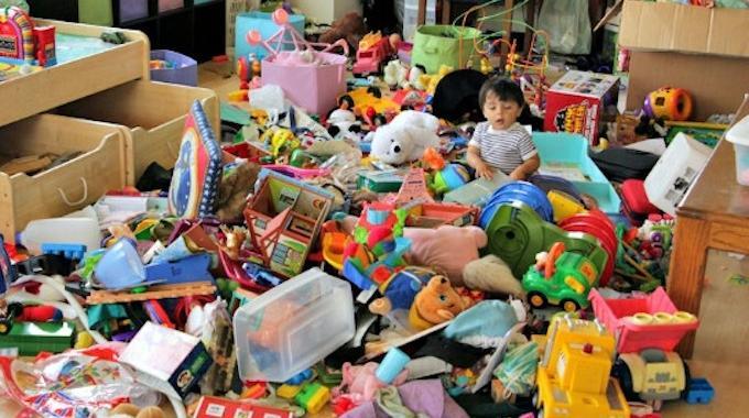 Une astuce pour mieux ranger les jouets dans la chambre de - Astuce pour ranger sa chambre ...