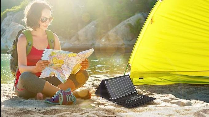 ultra l ger et compact le chargeur solaire indispensable pour la randonn e. Black Bedroom Furniture Sets. Home Design Ideas