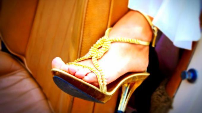 0112baedc0a Vos Chaussures vous Font Mal aux Pieds   Mon Astuce pour les Élargir.