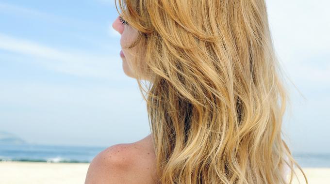 Le Truc Pour Blondir ses Cheveux Rapidement SANS Coloration.