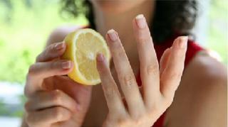 cigarette doigts jaunis nettoyer citron