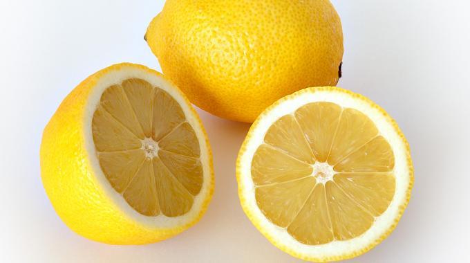 La bonne fa on de couper un citron pour obtenir un maximum - Comment nettoyer un citron traite ...