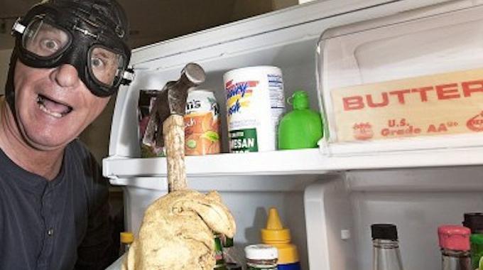 une astuce de g nie pour ne plus jamais nettoyer les tag res du frigo. Black Bedroom Furniture Sets. Home Design Ideas