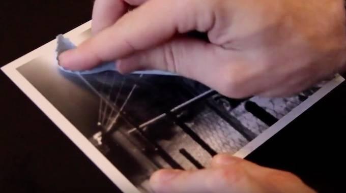 Traces de Doigts Sur les Photos : l'Astuce d'un Photographe Pour Les Enlever Facilement.